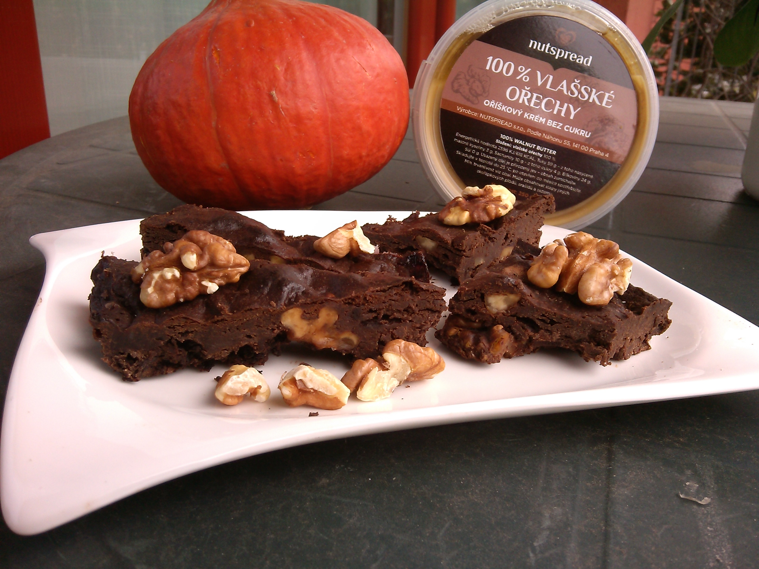 Dýňové brownies s máslem z vlašských ořechů